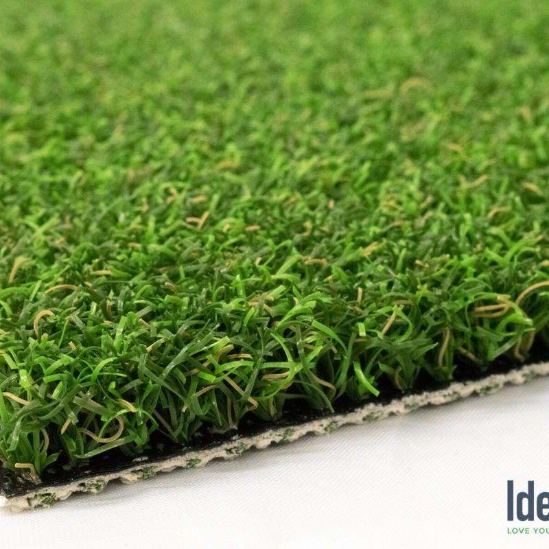 Putter's Choice closeup of backyard putting green turf