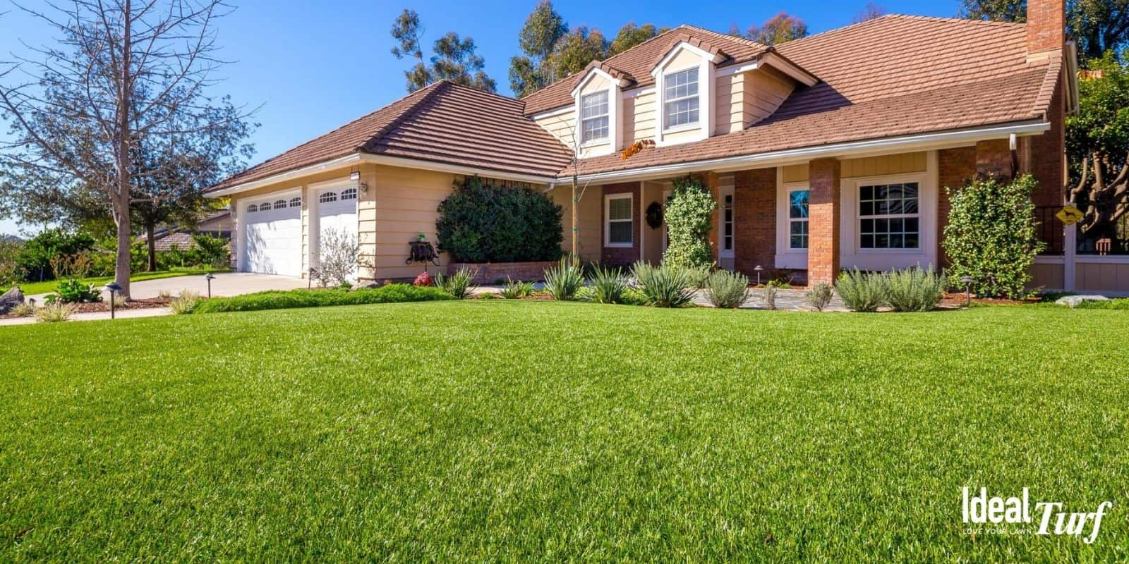 Front-yard with realistic and natural looking artificial grass lawn